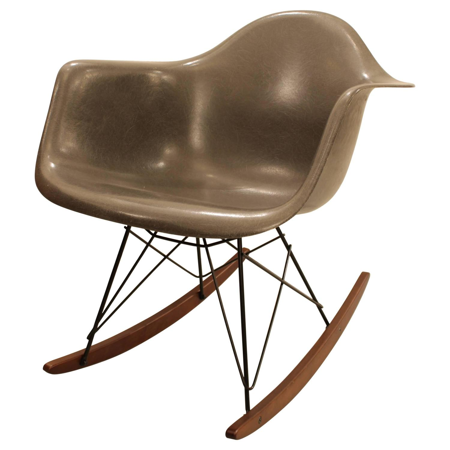 charles ray eames rar fauteuil bascule les illumin s design. Black Bedroom Furniture Sets. Home Design Ideas