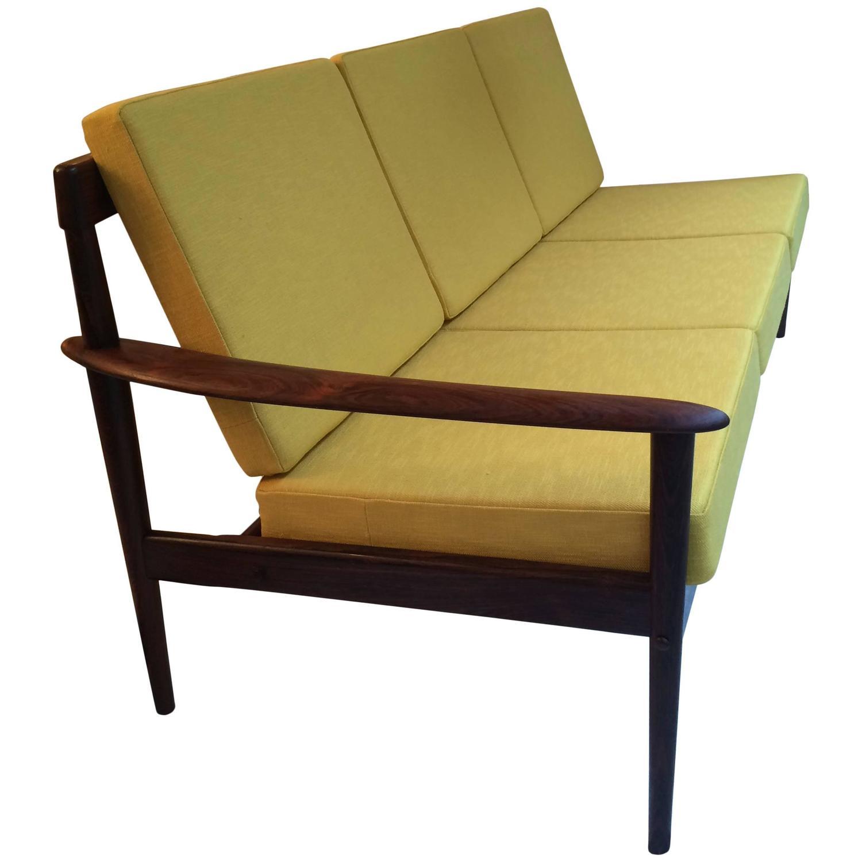 Canapé et fauteuil palissandre de Grete Jalke   Les Illuminés Design