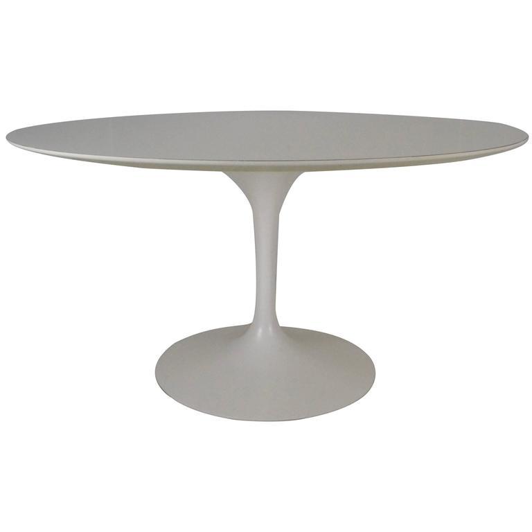 knoll table tulipe 137cm les illumin s design. Black Bedroom Furniture Sets. Home Design Ideas