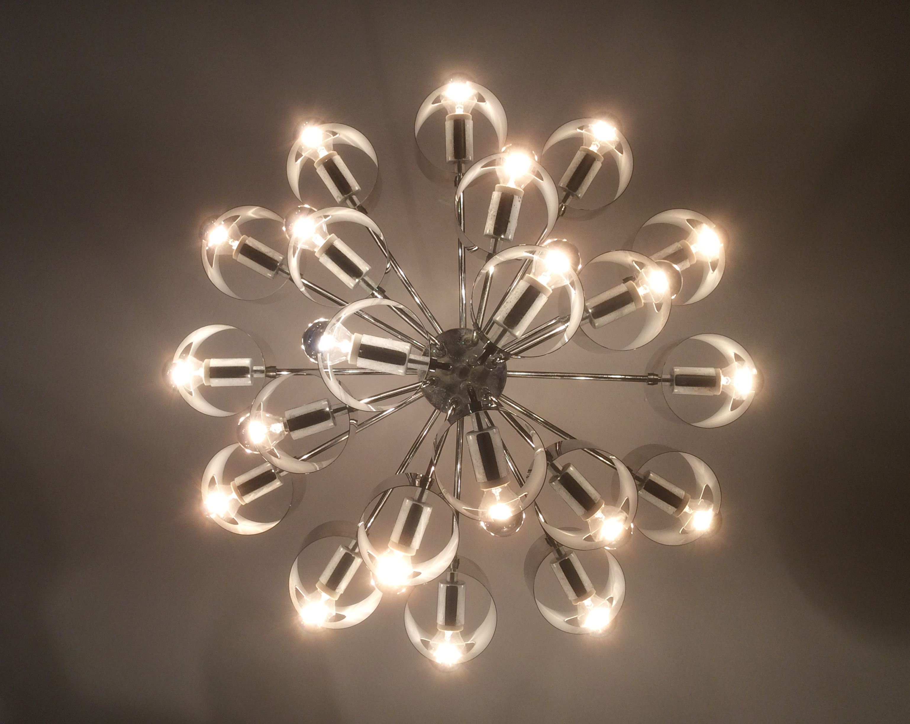 lamperti grand lustre alu 21 feux les illumin s design. Black Bedroom Furniture Sets. Home Design Ideas