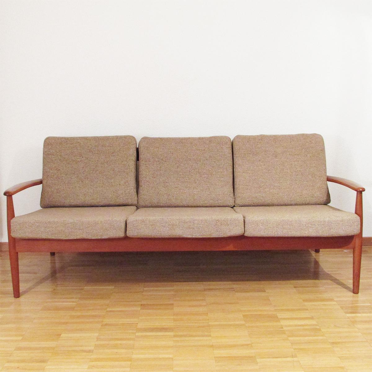 grete jalk canap teck les illumin s design. Black Bedroom Furniture Sets. Home Design Ideas