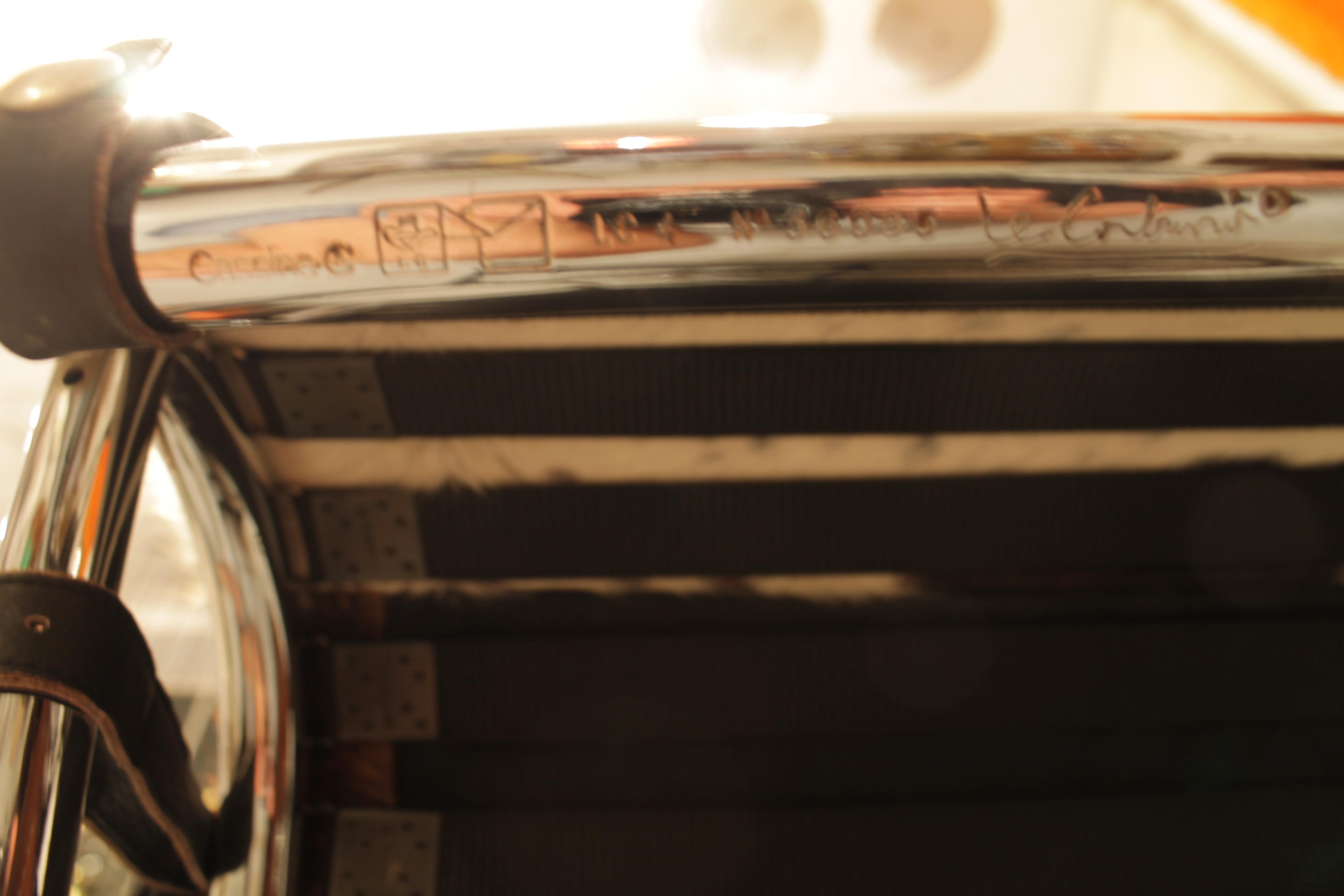chaise longue le corbusier vache with Le Corbusier Lc4 on 3137 Poudreuse Style Louis Xv En Bois De Rose likewise 4326 Corbeille A Papier En Cuir Brun likewise 14255 Chevalet Porte Tableau Corinto En besides Le Corbusier Lc4 besides 11255 Jarre En Porcelaine De Meiping Avec.